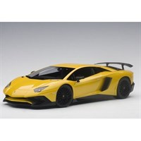Lamborghini Aventador LP750-4 SV 2015 - Metallic Yellow 1:18