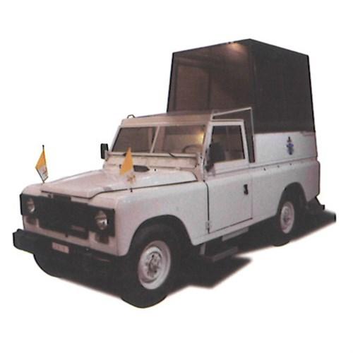 TrueScale Miniatures Land Rover Defender Popemobile