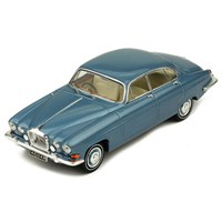 IXO Jaguar Mk.10 1961 - Metallic Light Blue 1:43