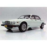Lucky Step Jaguar XJ6 1982 - White 1:18