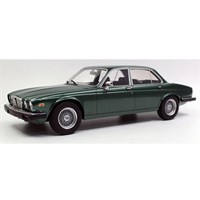 Lucky Step Jaguar XJ6 1982 - Green 1:18