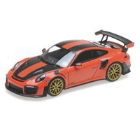 Minichamps Porsche 911 GT2 RS 2018 - Orange W. Weissach Package 1:18
