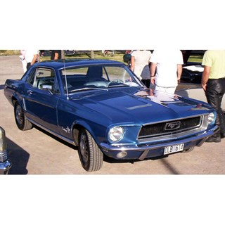 Spark Ford Mustang Coupe 1968 - 1:43